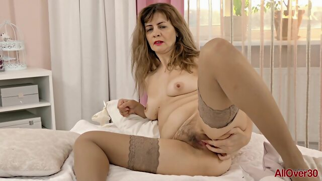 Single mom in.. brunette hd mature