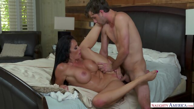 Hot Mom Reagan.. big ass big tits cumshot
